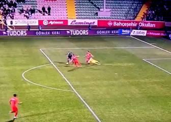 Delantero de Besiktas mostró toda su habilidad con este gol