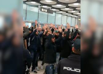 Noisy arrival of Napoli Curva B ultras at Madrid airport
