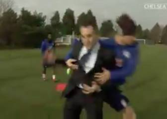 David Luiz clobbers reporter and ruins his stand-up