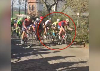 Nasty body-check in cycling race