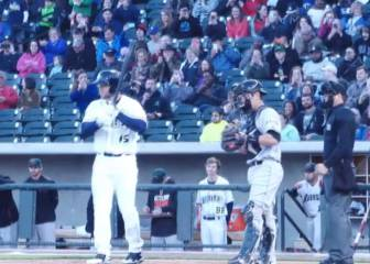 Former NFLer Tebow hits home run in minor league debut