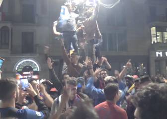 Barça fans roll out the barrel at Canaletes to toast Clásico win
