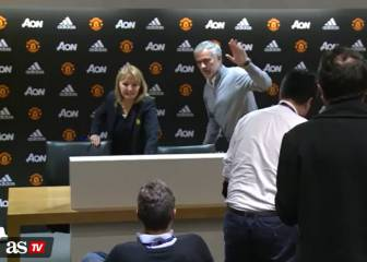 Mourinho walks out of near-empty press conference