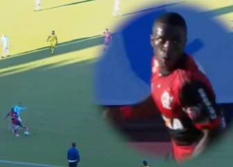 Vinícius unveils no-look, no-touch nutmeg on first Flamengo start