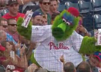 Crazy baseball mascot covers fans in popcorn, knocks mobile to floor