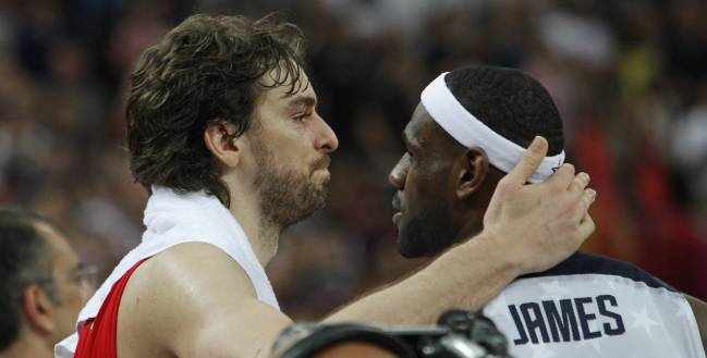 Pau Gasol y LeBron James, en la final de Londres 2012.