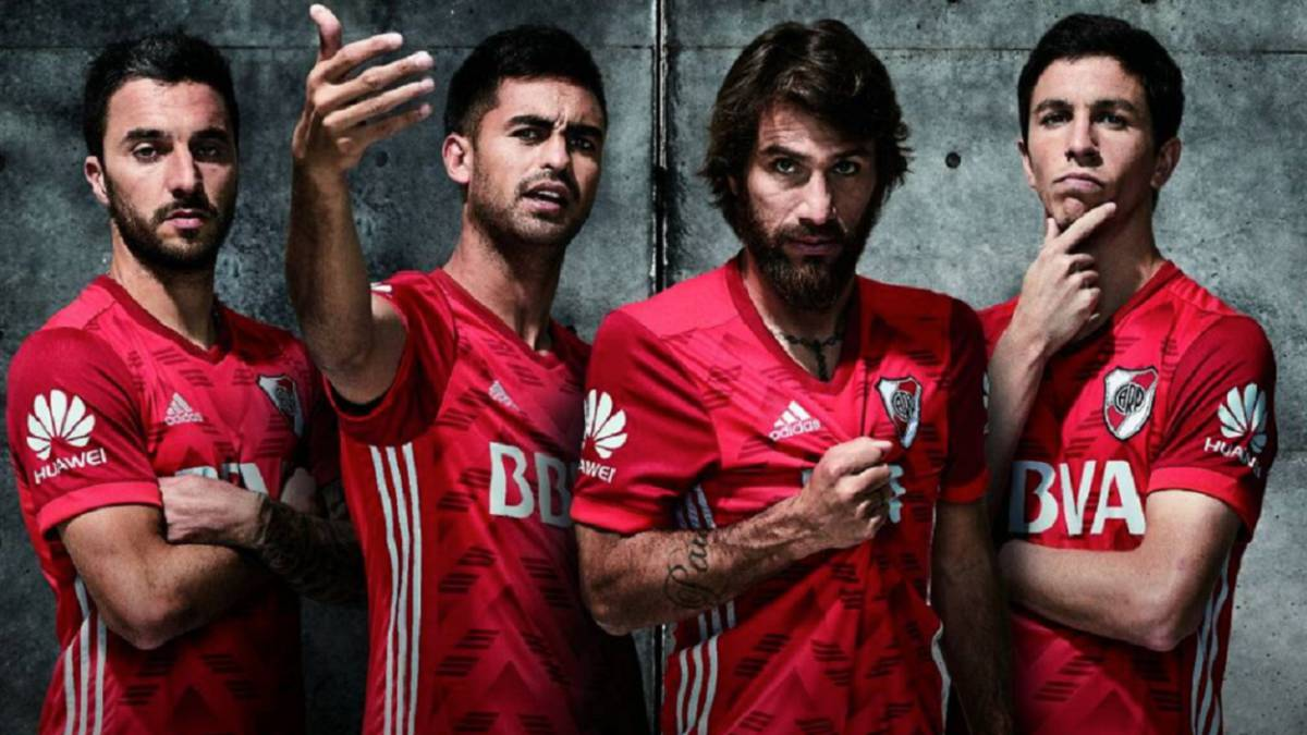 River Plate presenta la camiseta alternativa.