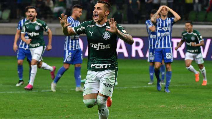 Con ayuda del VAR, Palmeiras sacó a Godoy Cruz de la Copa