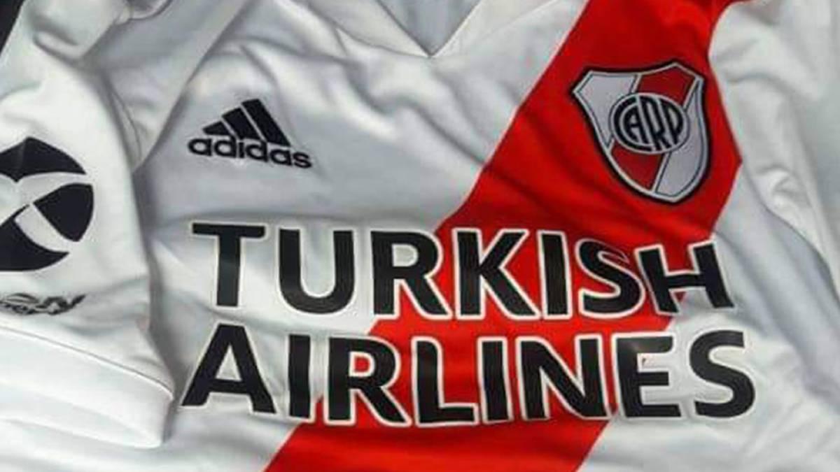explosión Fácil de leer persecucion  River Plate Se filtraron imágenes de la nueva camiseta titular de River -  AS Argentina