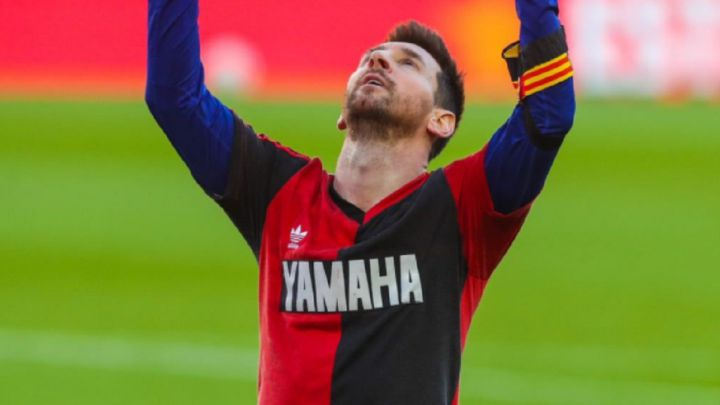 Messi dirige el homenaje