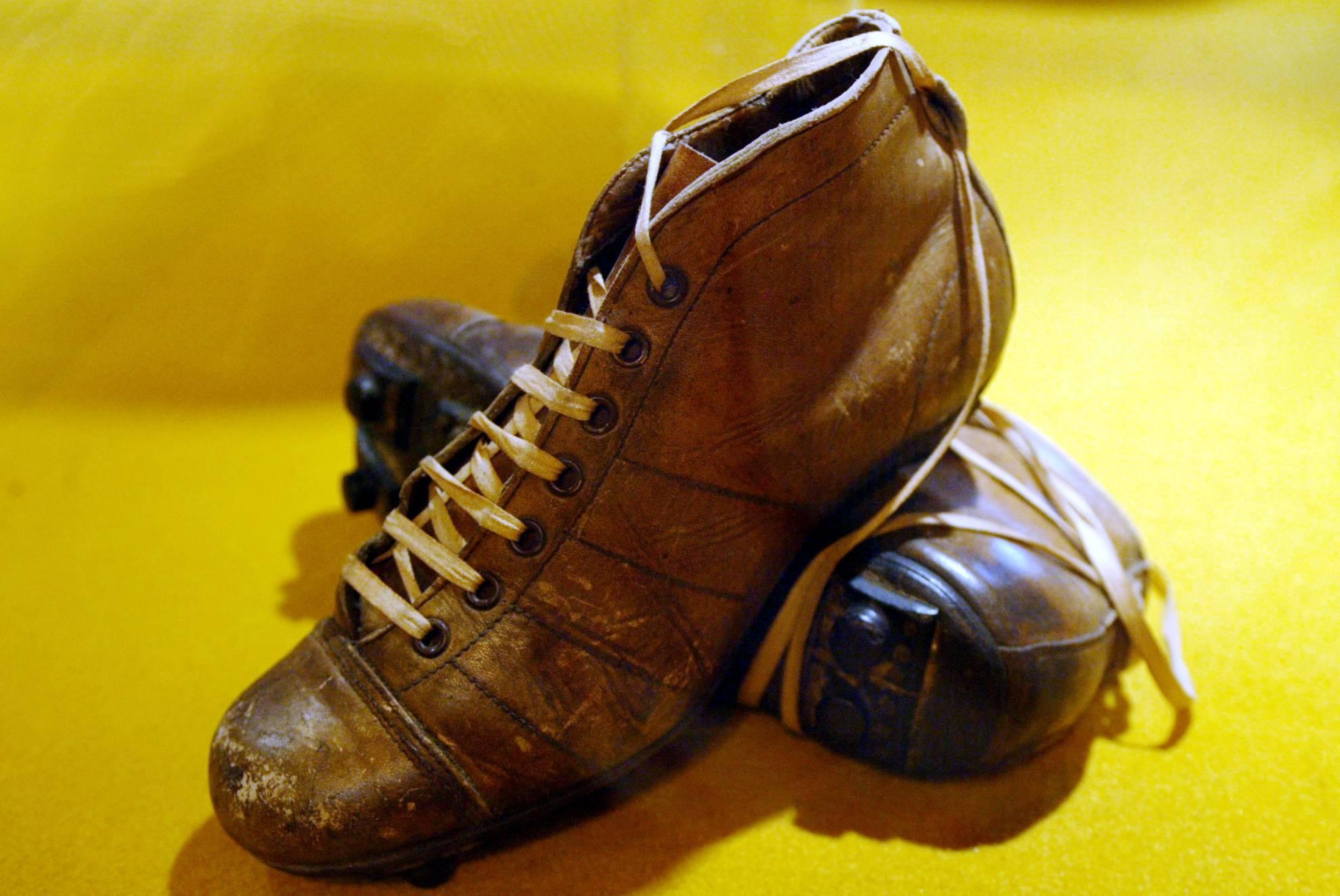 separation shoes 55ee0 800ac De las antiguas botas pesadas a las nuevas e inteligentes