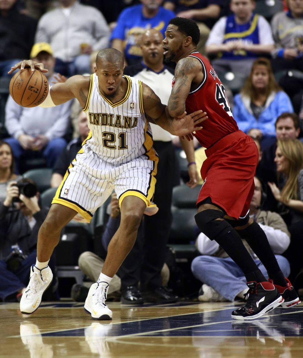 David West y Paul George ganan con facilidad a los Heat