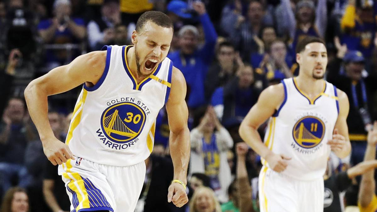 Curry y Thompson en la paliza de los Warriors a los Cavs en Enero del 2017 desde el Oracle Arena