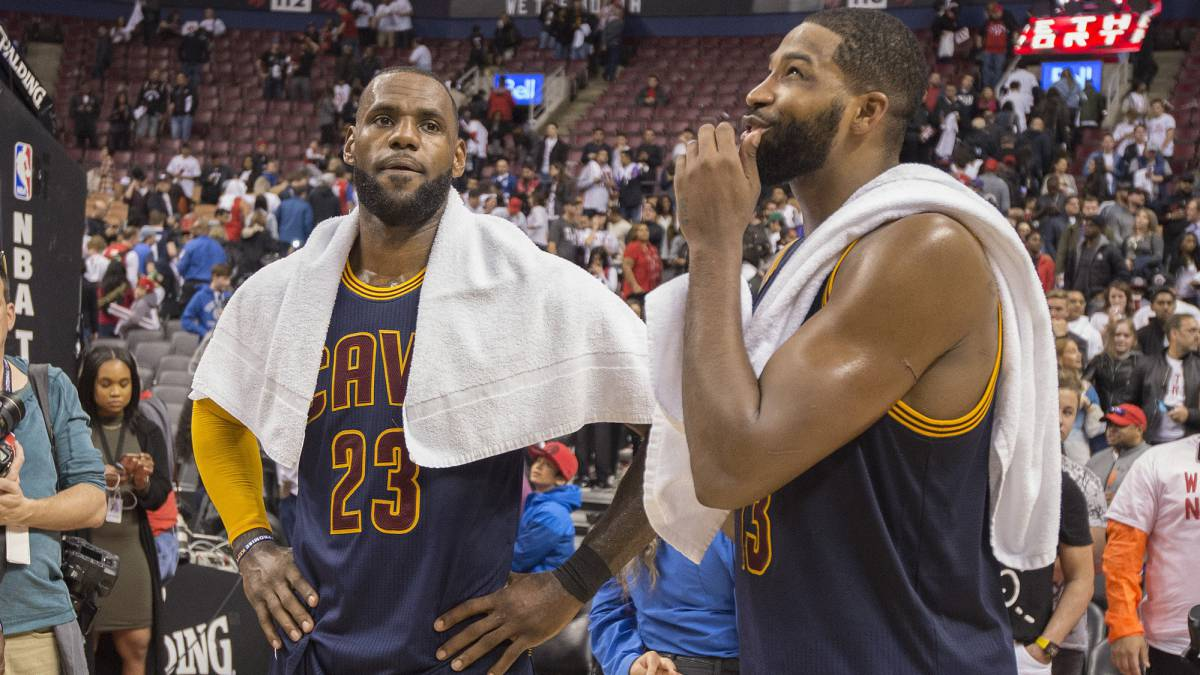 LeBron James y Tristan Thompson.