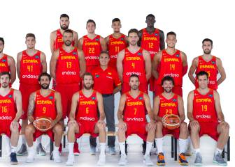 Spain's basketball team kicks off with official photos