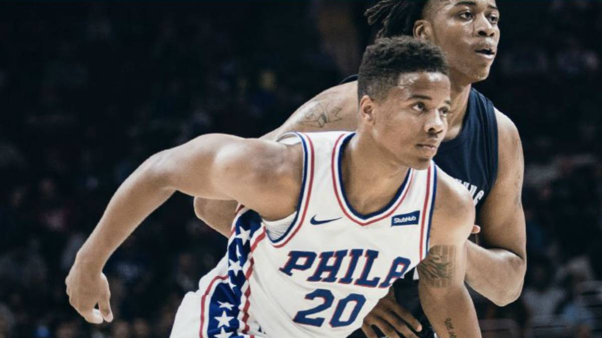 Simmons (6) y Fultz (4) chocan contra una pared en su debut