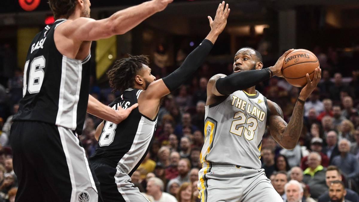 LeBron carga contra los árbitros por proteger solo al tirador