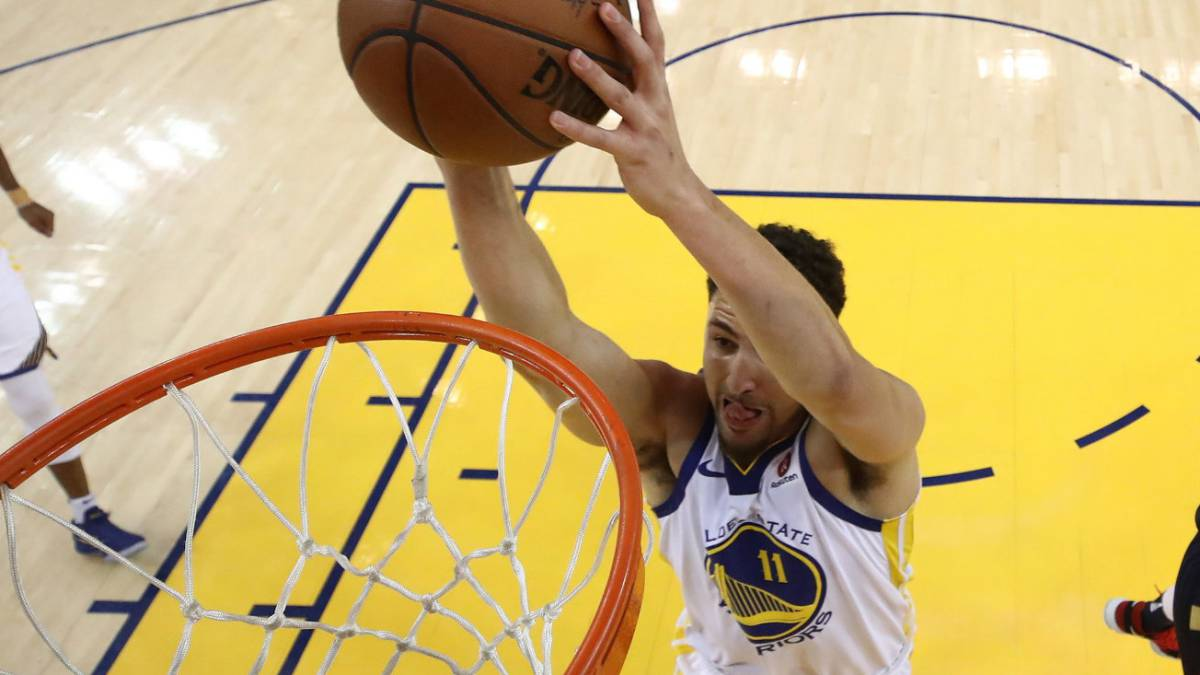 Klay Thompson machaca durante el Golden State Warriors-New Orleans Pelicans de semifinales de la Conferencia Oeste.