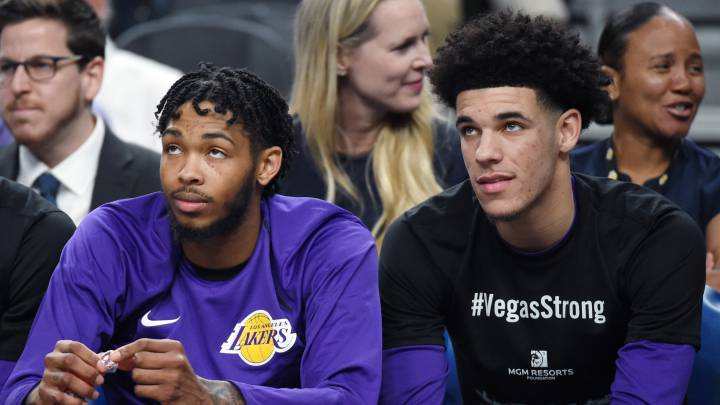Brandon Ingram y Lonzo Ball, durante un partido de pretemporada con los Lakers.