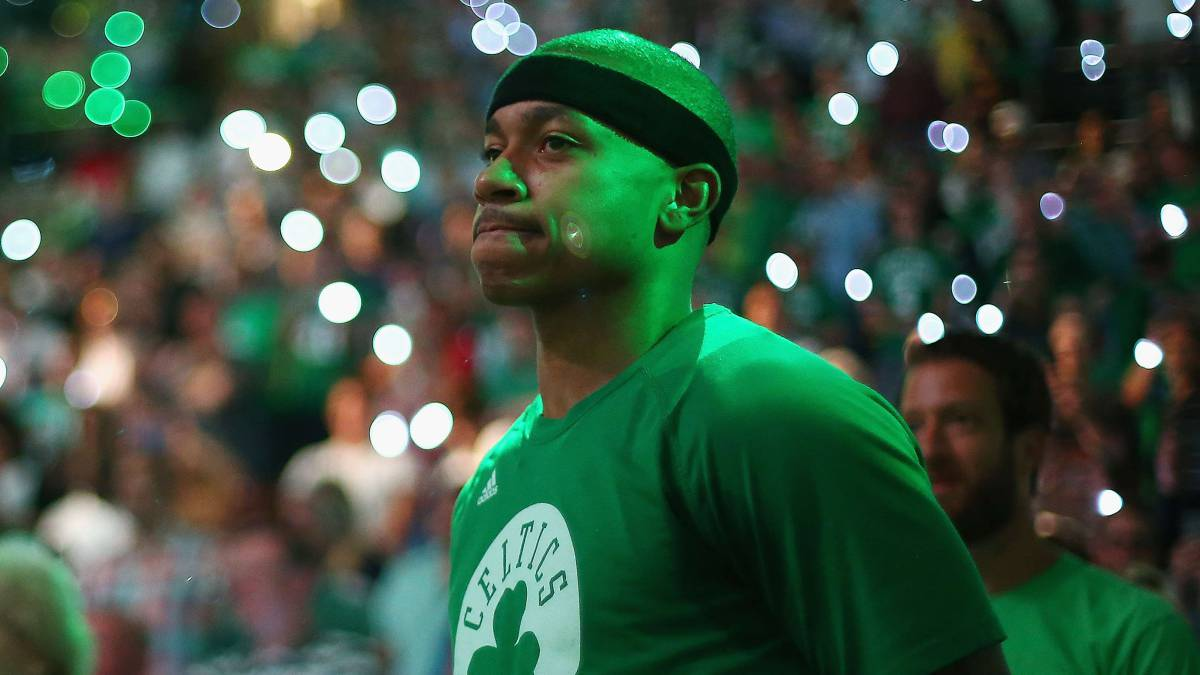 Isaiah Thomas, jugador de Denver Nuggets, antes de un partido de los playoffs NBA 2017 con los Boston Celtics.