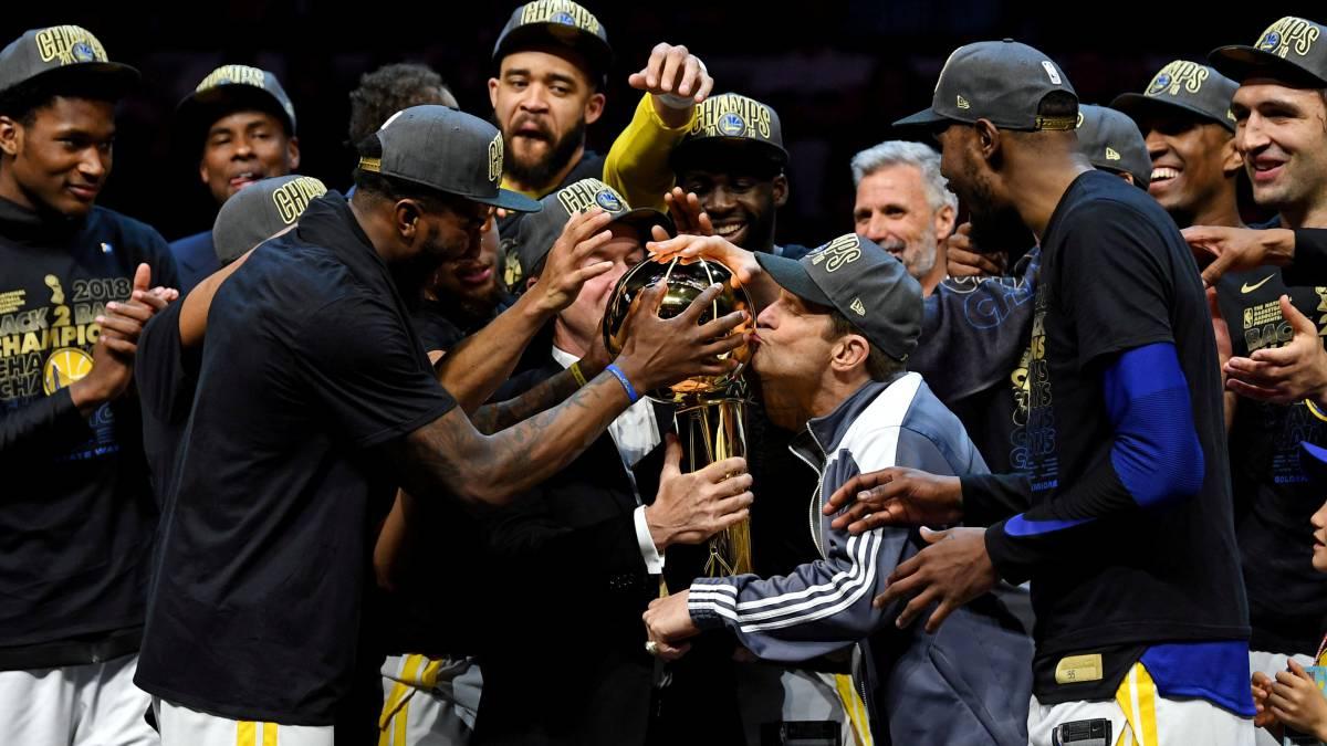 Los Golden State Warriors celebran el campeonato conquistado en las Finales 2018.