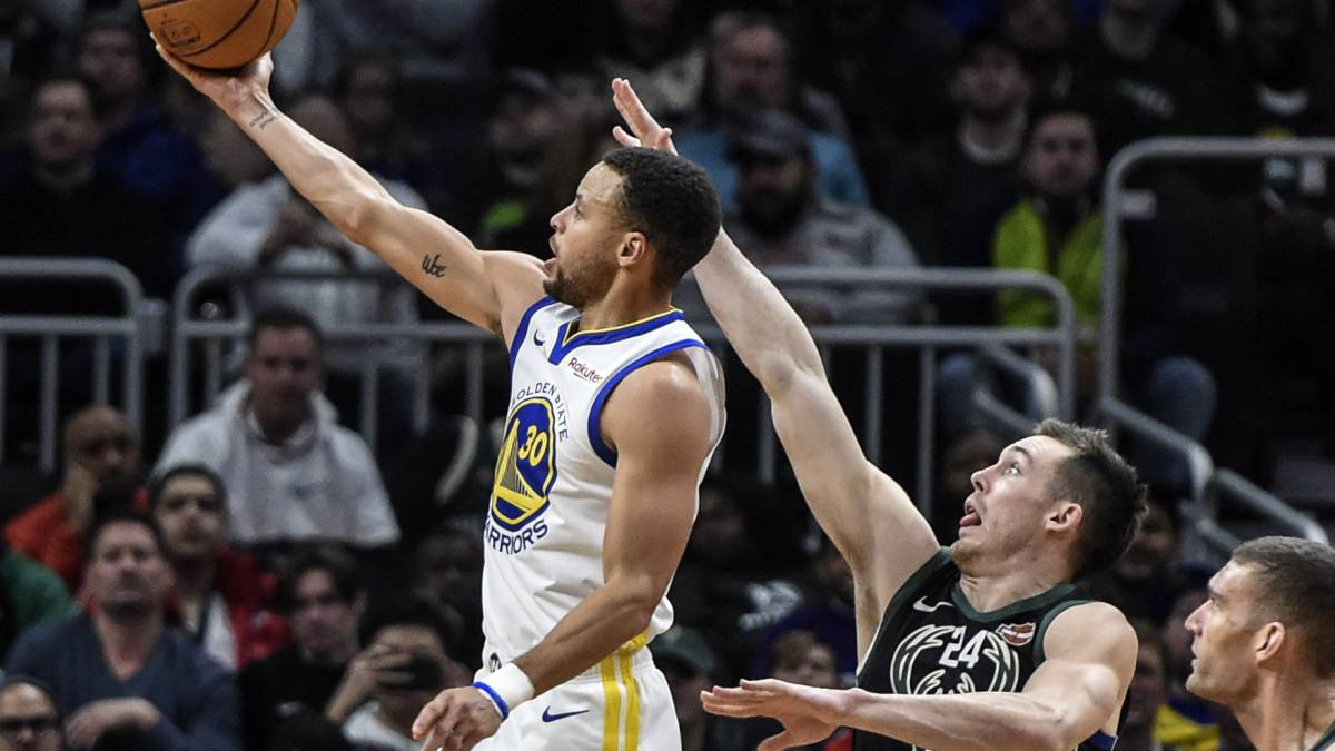 Stephen Curry y los Warriors se vengan de unos Bucks a la baja