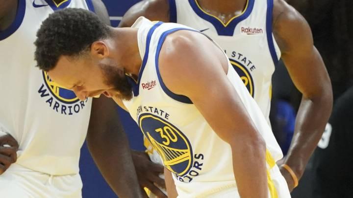 Stephen Curry, base de Golden State Warriors, tras la lesión ante Phoenix Suns.