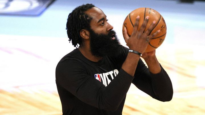 James Harden, antes de un partido de la NBA con Houston Rockets