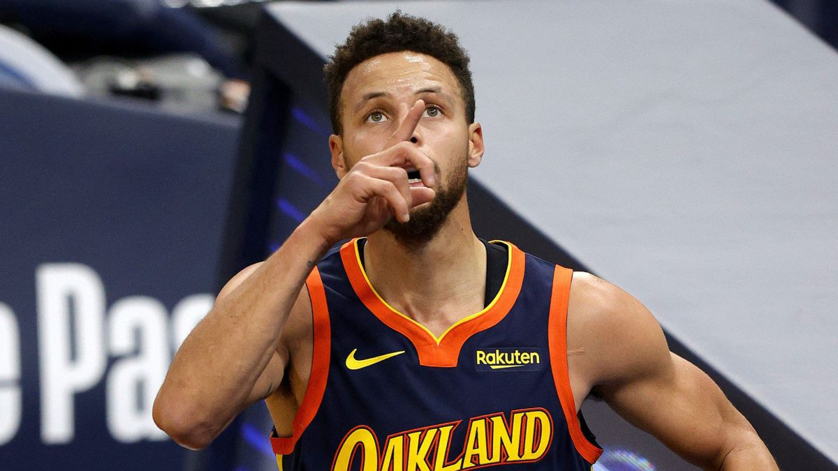 Curry joins Chamberlain, but succumbs to Celtics