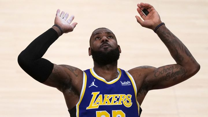 LeBron James, alero de Los Angeles Lakers, antes del partido contra Portland Trail Blazers.