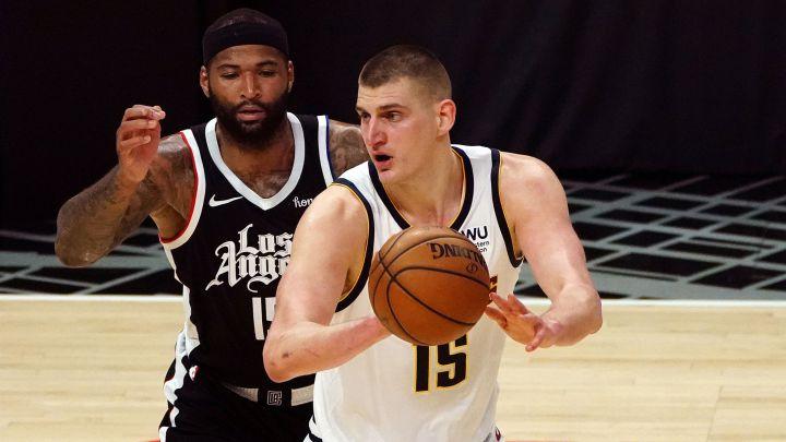 El pívot acabó con los angelinos. Curry mantiene vivos a los Warriors. Hawks y Heat, ganan. Los Jazz se imponen a los Warriors. Derrota de los Grizzlies.