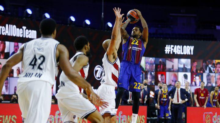 Basketball - Euroleague Final Four - FC Barcelona v Olimpia Milano - Lanxess Arena, Cologne, Germany - May 28, 2021 FC Barcelona\'s Cory Higgins scores a basket REUTERS/Thilo Schmuelgen