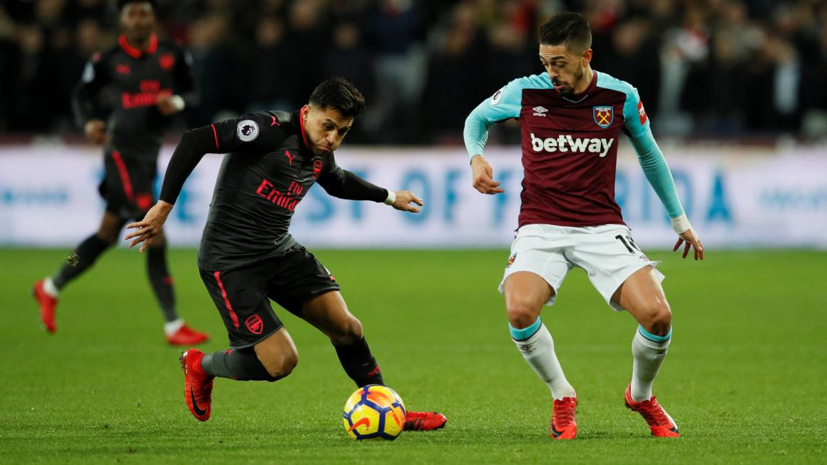 Alexis Sánchex con Arsenal ante West Ham por la Premier League.