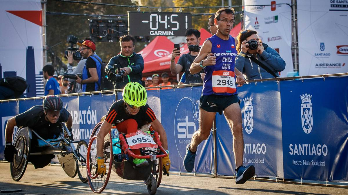 Maratón de Santiago 2020 crea programa para corredores con discapacidad - AS Chile