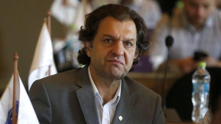 """Aníbal Mosa: """"Jugar fuera de Chile sería una vergüenza"""" - AS Chile"""