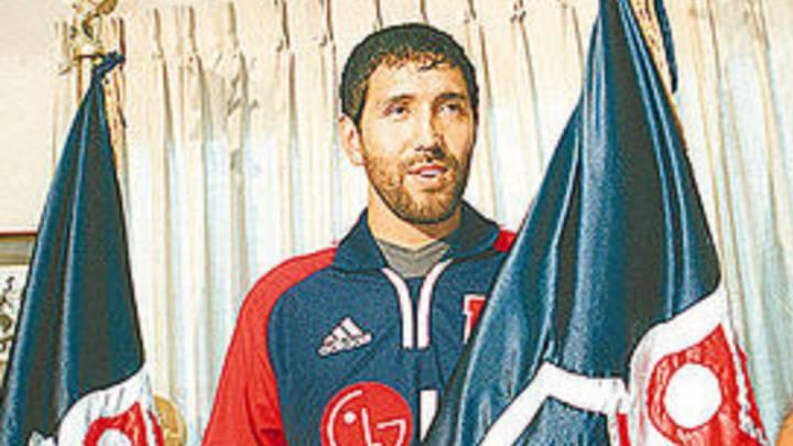 El día que Pedro Reyes sorprendió al fichar en la U y se ganó el odio de los albos - AS Chile