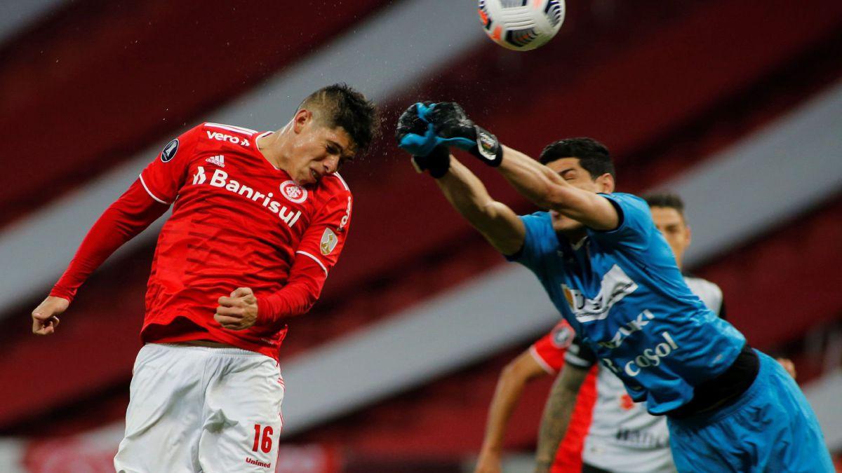 Carlos Palacios participa en la clasificación de Inter de Porto Alegre - AS Chile