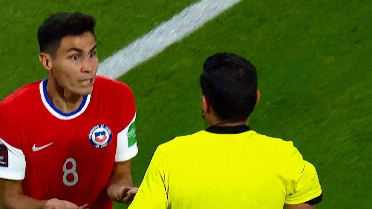 La amarilla que condicionó a Galdames ante Argentina - AS Chile