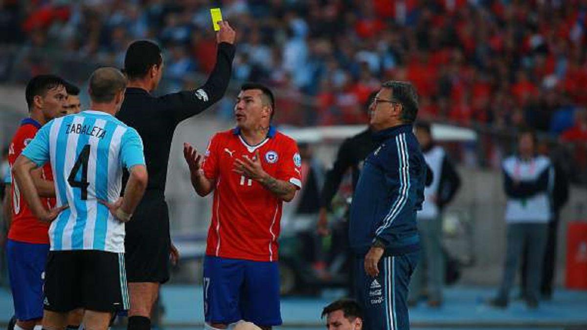 Arbitro de la histórica final de 2015 dirigirá el Argentina-Chile - AS Chile