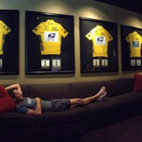 Armstrong posts picture of himself with 7 yellow jerseys