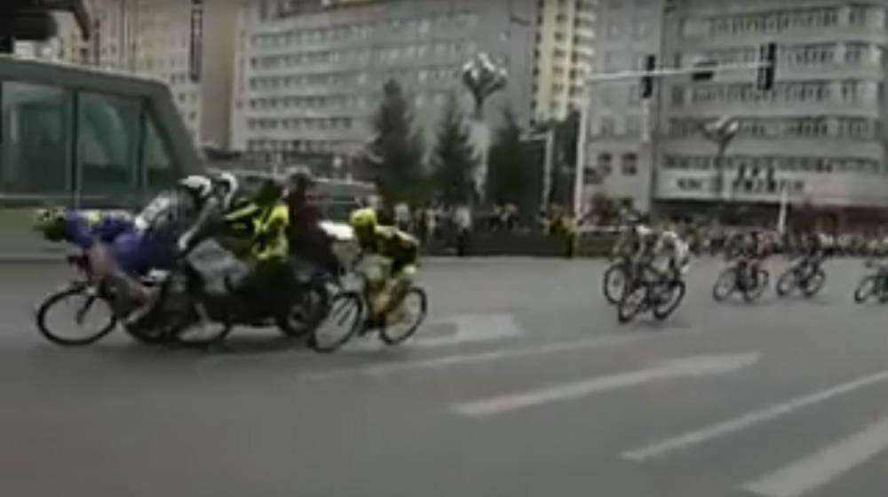 ciclismo morgan smith arrollado por una moto en el tour de qinghai. Black Bedroom Furniture Sets. Home Design Ideas