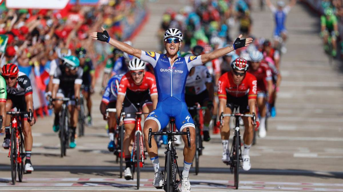 Trentin remontó a Lobato en el primer sprint de la Vuelta