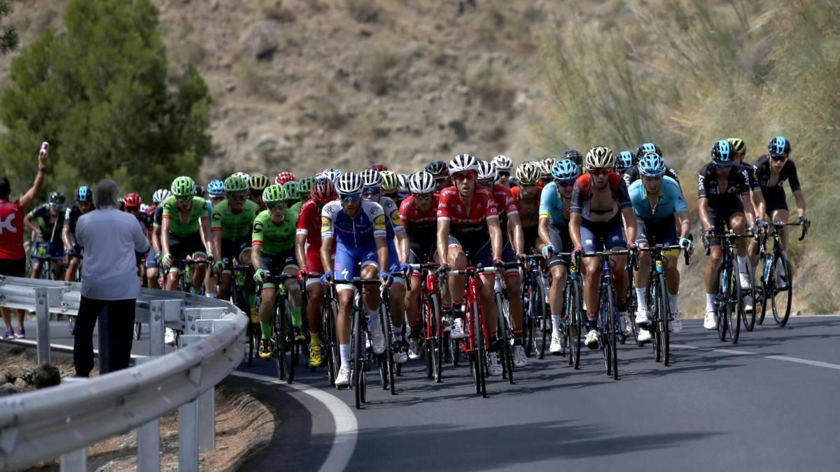 Sigue la retransmisión, en vivo y en directo online, de la 17ª etapa de la Vuelta a España 2017. Recorrido de 180 kilómetros entre Villadiego y Los Machucos. En directo desde las 12:25 horas.