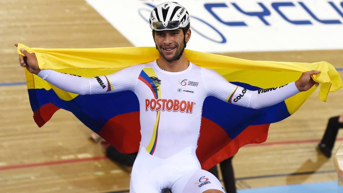 Fernando Gaviria celebra su victoria en la prueba de Omnium durante los Mundiales de Ciclismo en Pista de Londres.