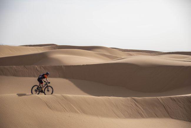 """Resultat d'imatges per a """"dunas marruecos con bici"""""""