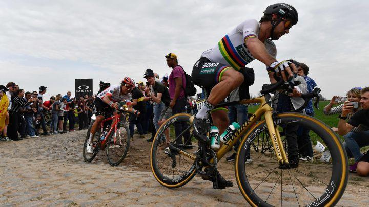 Peter Sagan rueda con su bicicleta Specialized durante la París-Roubaix 2018.