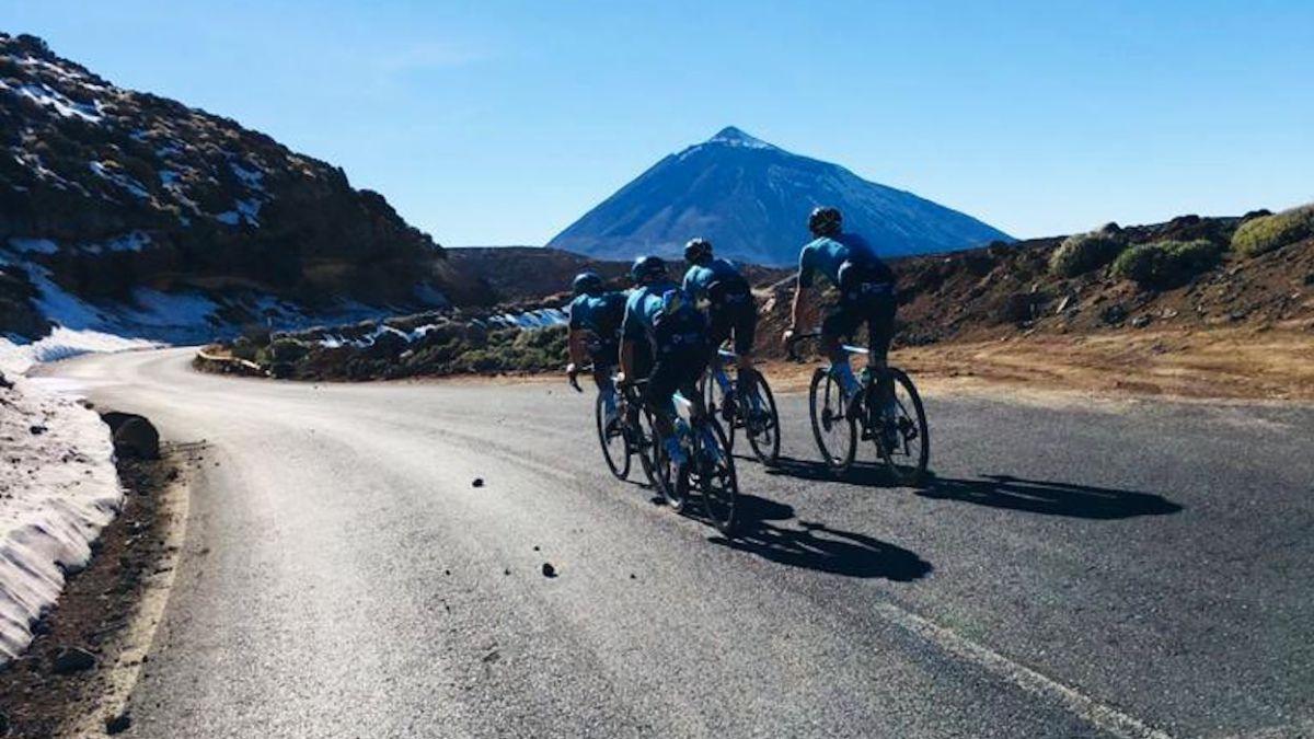 Astana needs a Snowplow to get out of the Teide Parador