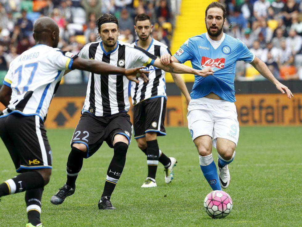 Serie A  Armero figura en la victoria del Udinese frente al Napoli ... c60f206bf9121