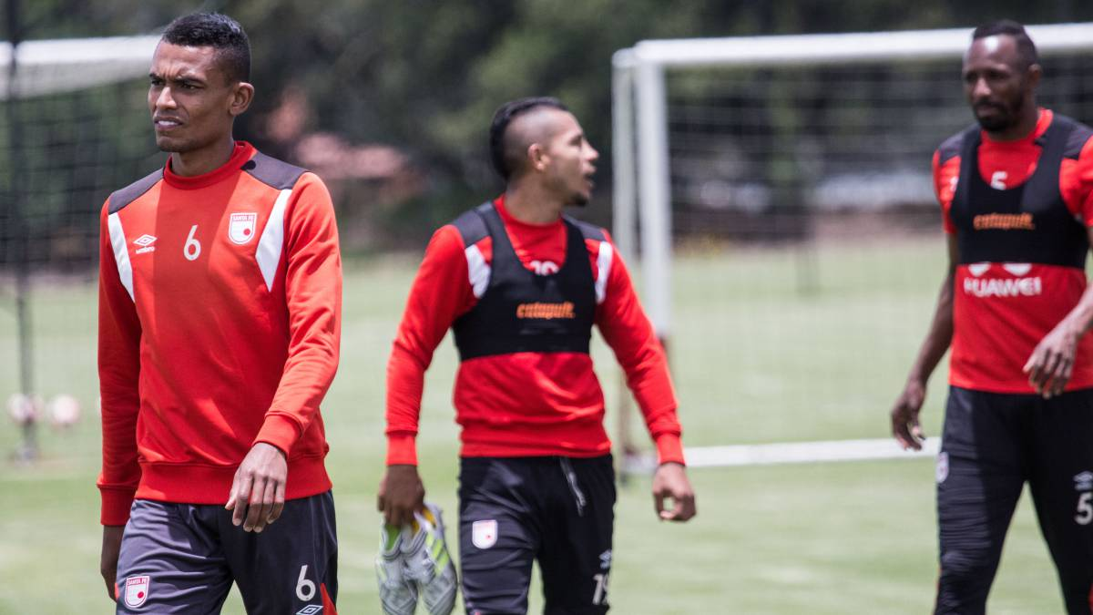 William Tesillo, Wilson Morelo y Juan David Valencia, jugadores de Santa Fe