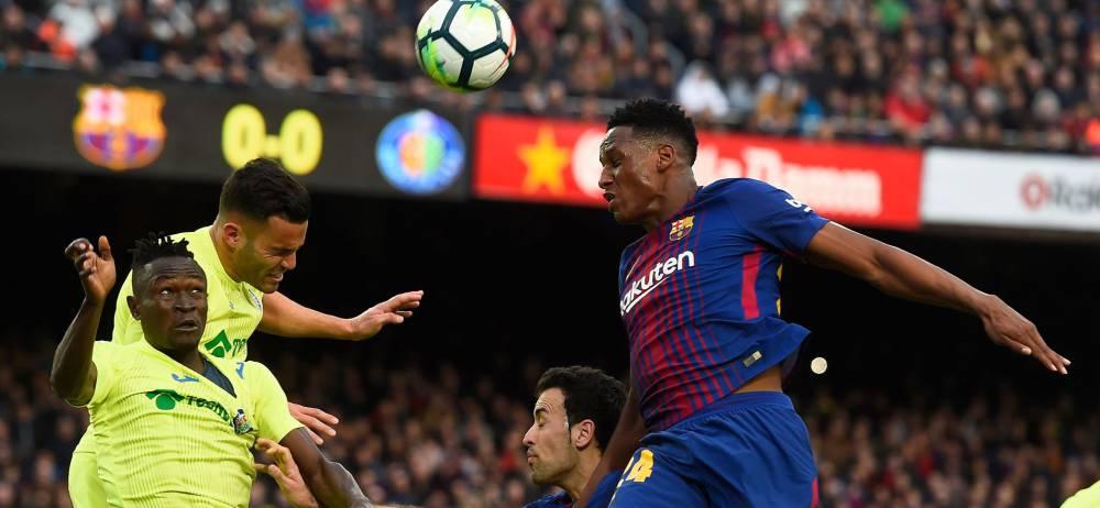 Yerry Mina por poco marca de cabeza en el empate 0-0 del Barcelona ante el Getafe.
